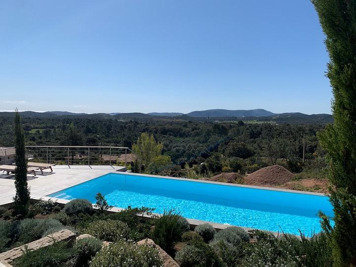 Vue mer piscine chauffée cuisine d'été
