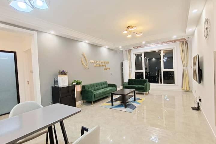 狮子城公寓二居/近廊坊高铁站万达密码锁98平高端欧式3