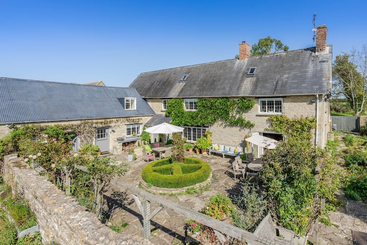 Cotswold Stone Cottage on Secluded Organic Farm