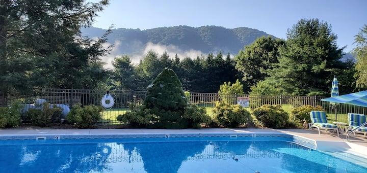 Cane Creek Valley Swim-Soak-Stay w/pool, hot tub