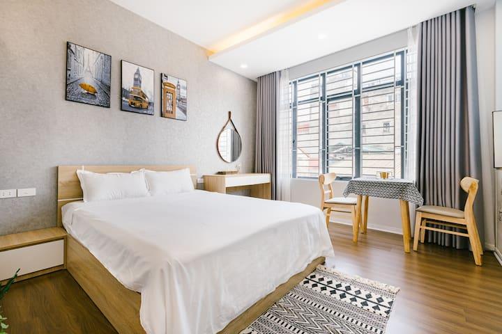 Bedroom queen size, 25 cm memory foam mattress with layer mattress topper, wood floor