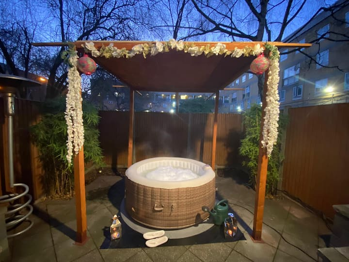 HOT TUB Bedroom in Camden Town up to 4 guests!