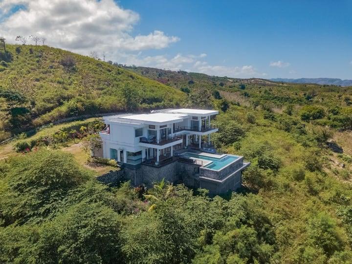 Luxurious Villa with Infinity Pool at Nambung