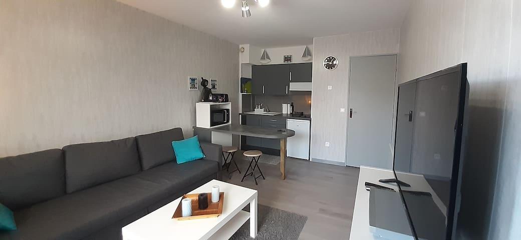 Studio moderne meublé proche plage/commerces