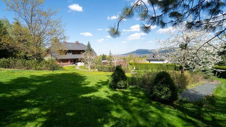 Willa Skalna - rezydencja z dużym ogrodem
