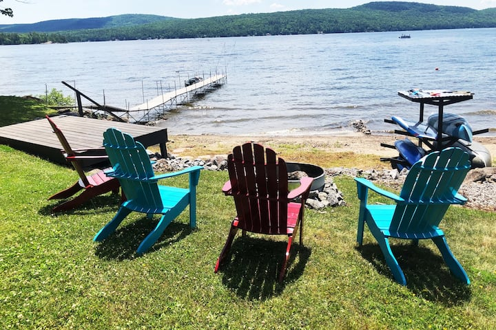 """The Lake house"" SKI bums welcome; sleeps 16!!!"