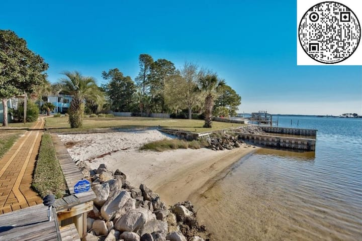 Manor Guest House on the Beach | Boat Docks!