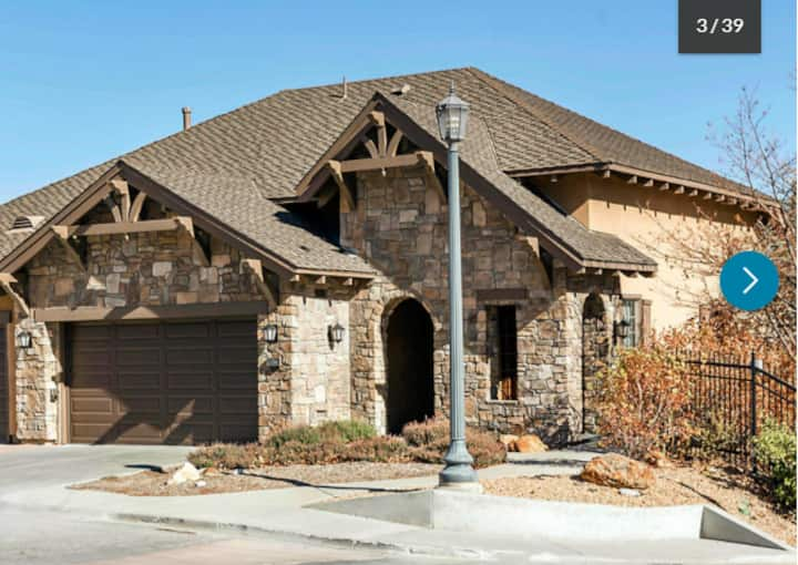 Luxury 4 Bedroom, 4 Bathroom Big Bear Lake Getaway