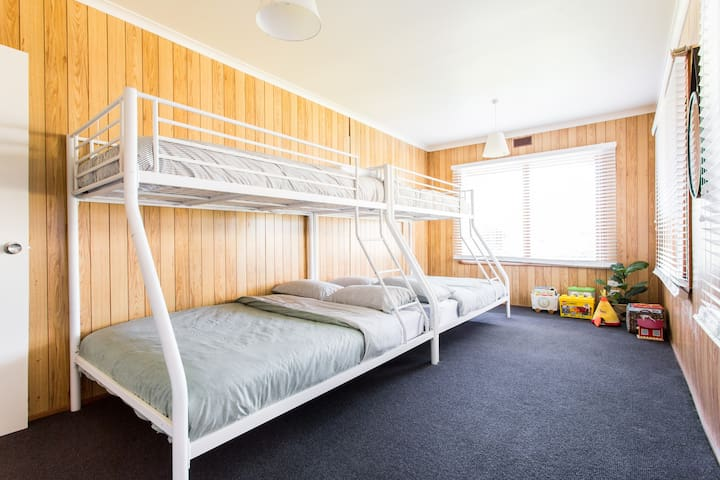 Kids bedroom - 3rd bedroom - sleeps 6 - access only when booking for more than 4