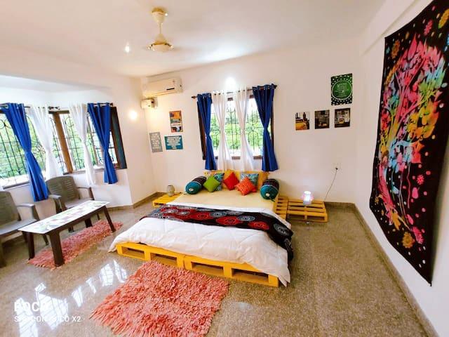 Boho private ac room with breakfast & wifi anjuna