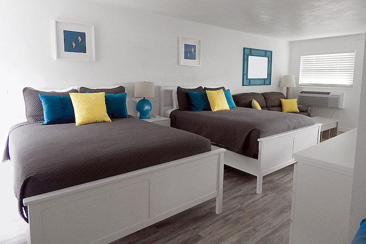 Sunny Beachfront Condo-Sleeps 4 - Key Colony Condo
