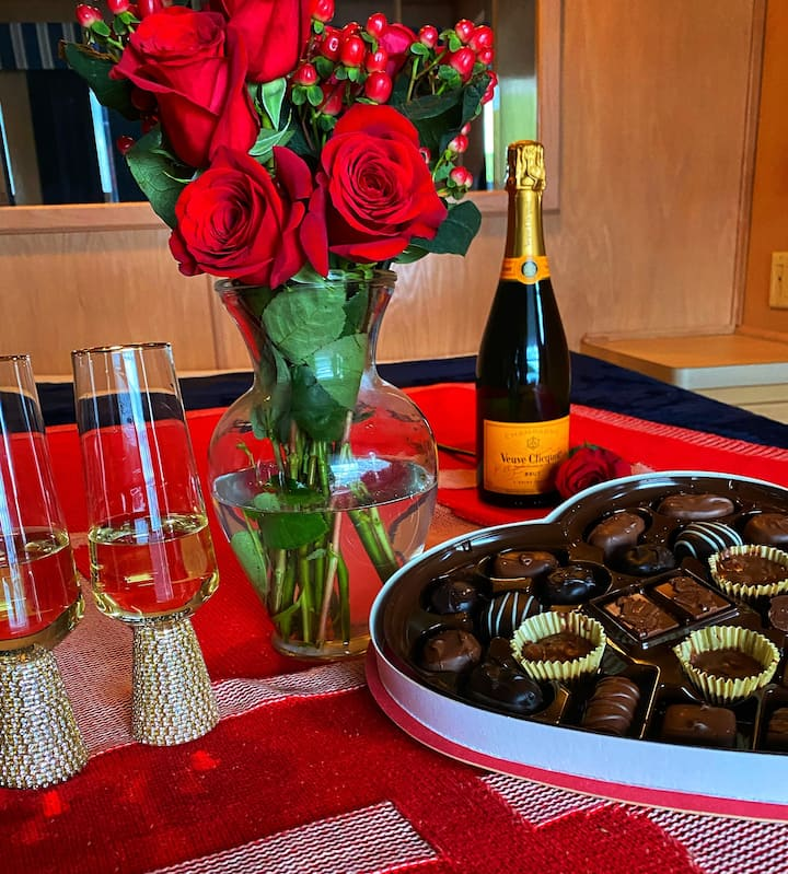 Valentines Day Special -Ultimate Houseboat Retreat