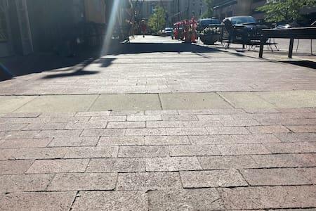 Wide sidewalks