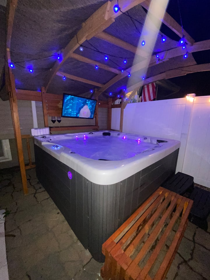 enjoy the jacuzzi, campfire, forget about the cold