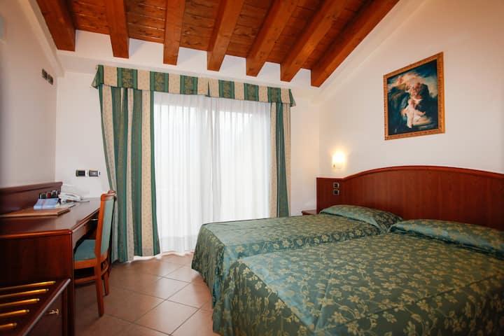Camera matrimoniale a 2 passi dal Lago di Garda