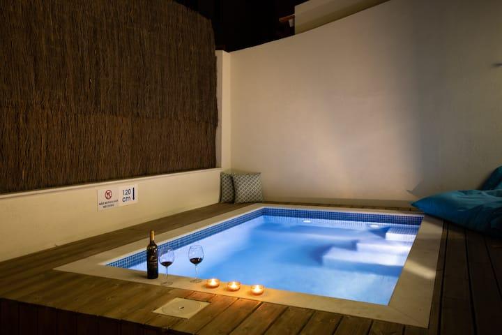 Ambassador Pool Suites