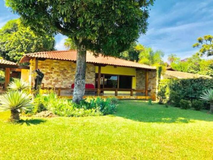 Casa Amarela da Lagoa - Localização perfeita