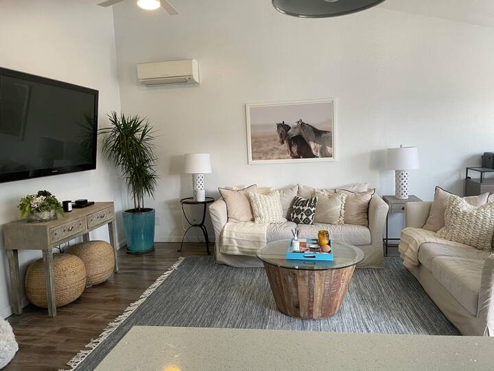 Perfect Summer Rental - Modern Beach Apartment