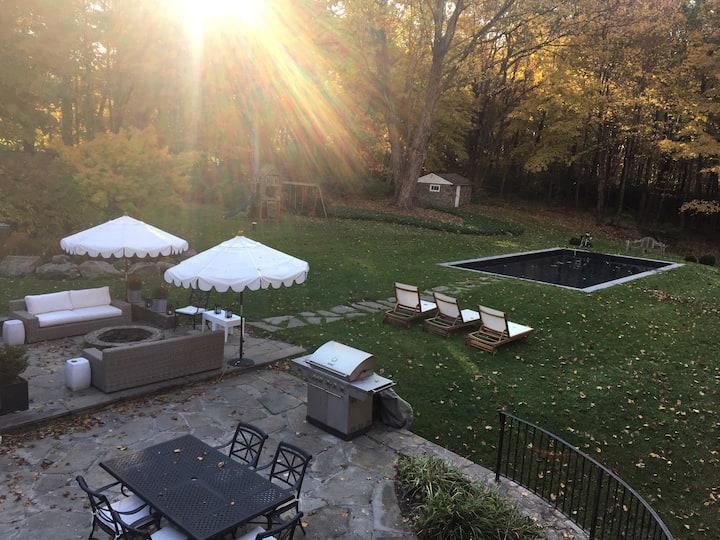 Experience Beautiful Fall Foliage  CT Home + Pool