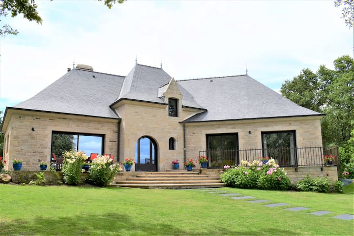 grande villa de luxe avec piscine couverte 16 pers
