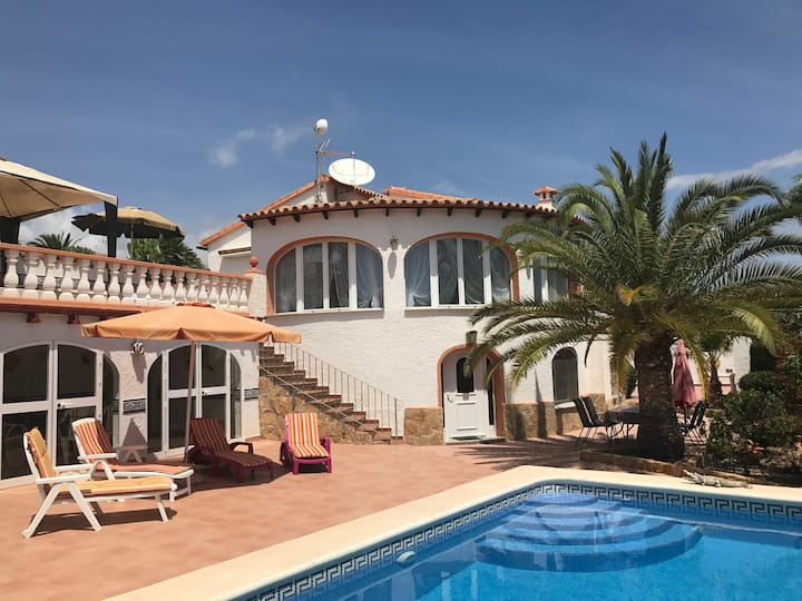Cute spanish villa with pool, Penon and Seaview