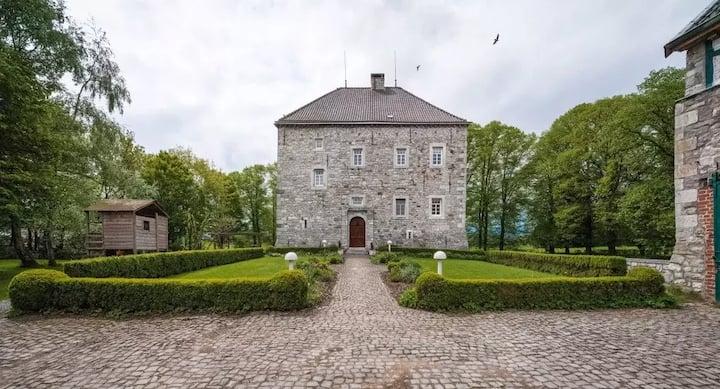 Übernachtung in Schloss Weims, rotes Zimmer