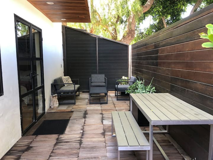 Artist's Studio with large outdoor deck +location!