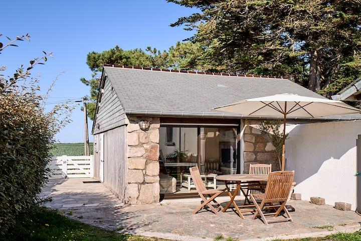 """Petite Maison """"Les Pieds dans l'Eau"""" - accès plage"""