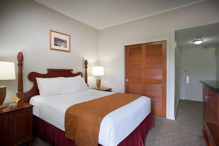 Maui Beach Hotel, Standard Room One King Bed