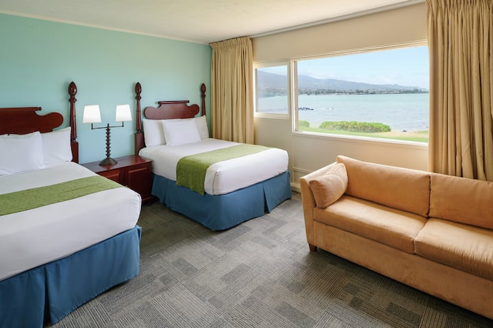 Maui Beach Hotel, Oceanfront Room Two Double Beds