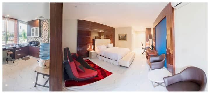 Alinson King Suite 105 - Studio with Kitchenette