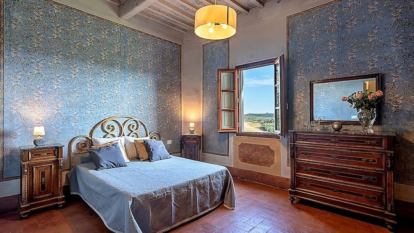 6 Bedrooms 7 Bathrooms. Big Livingroom, modern kitchen. Panoramic Veranda, gazebo and pool!