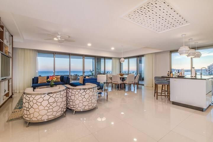 4200 SF Ocean Front Suite at Garza Blanca Resort!