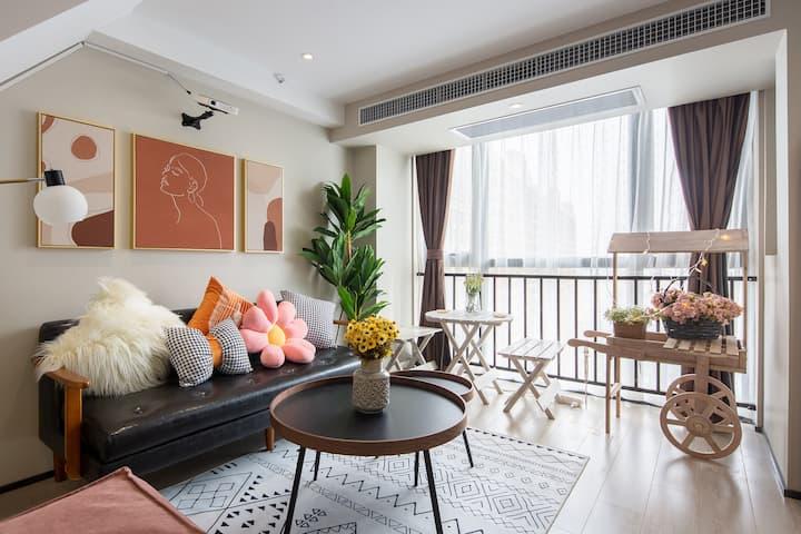 【寓】近南京南站、夫子庙、雨花台等景点,步行地铁口,小清新复式两居,温馨舒适。