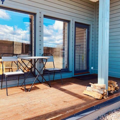 Kahden hengen talo panoraamanäköalalla ja saunassa