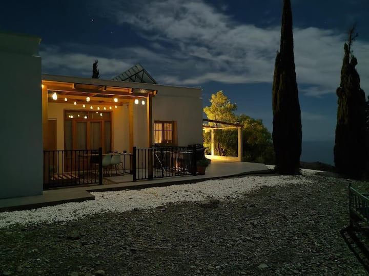 Casa de la Luz Polopos Vista Azul with a view
