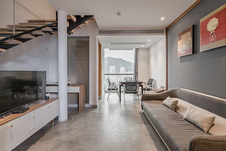 卧室3:复式棋牌双床房,一楼内含麻将机,休闲沙发,含洗手间;二楼含两张1.2米标准床,含卫生间