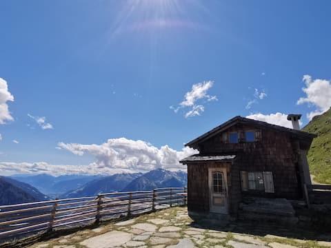 Alpine hut 'Fleckner' at the Jaufenpass