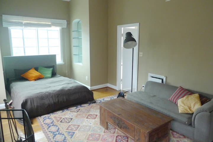 Dupont Circle studio full of light and convenience