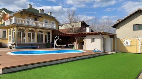Luxury villa Lara with swimming pool and Jacuzzi