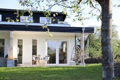 Tuynloodz A! Stijlvol huisje met veranda!