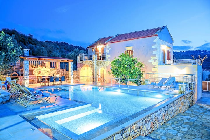 Cretan Lux Villa Heated Pool