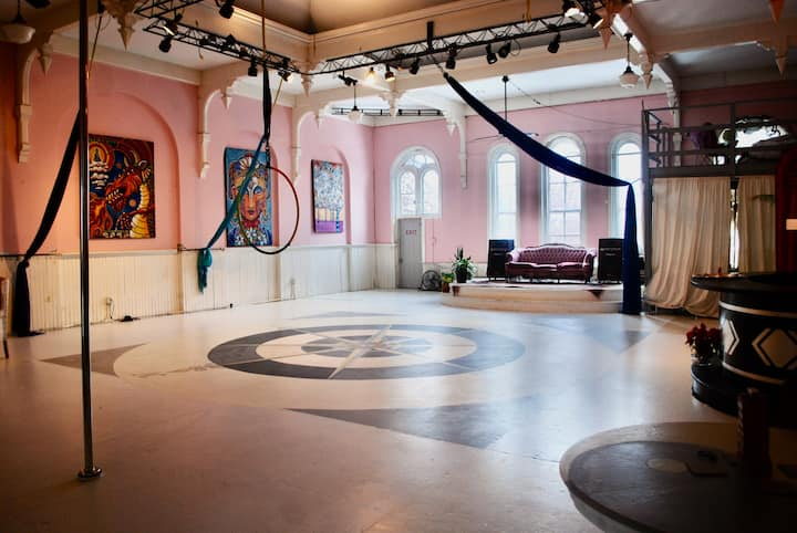EPIC Historic Ballroom/Art loft - 3rd fl Main St
