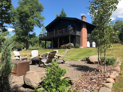 Beautiful Chalet 5 minutes to Windham Mountain