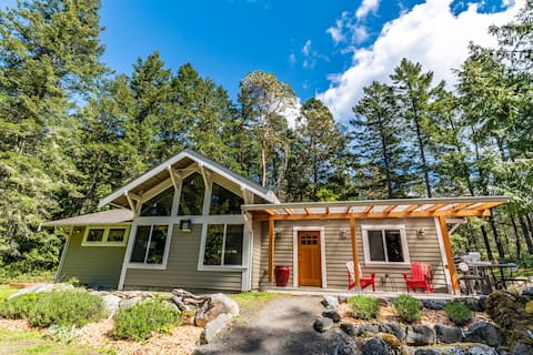 Secluded 2 acres/bike to Roche Harbor, bikes, pets