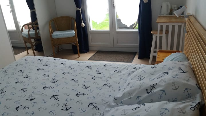 Quiet room, private entrance, near train station