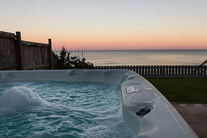 Vintage View - Oceanfront with hot tub - Sleeps 14