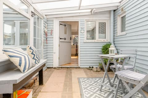 Dog friendly beachside cottage with hot tub