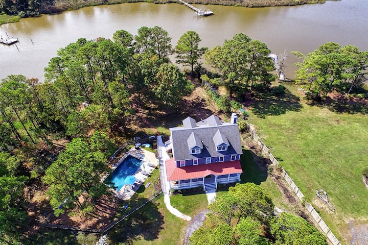 Country Estate on Water--Gorgeous, Safe Get-away!