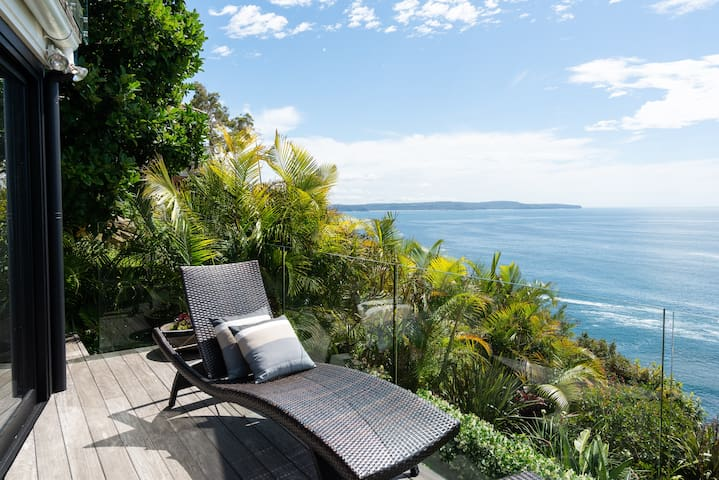 Spectacular Cliff Top Ocean Views  Apartment